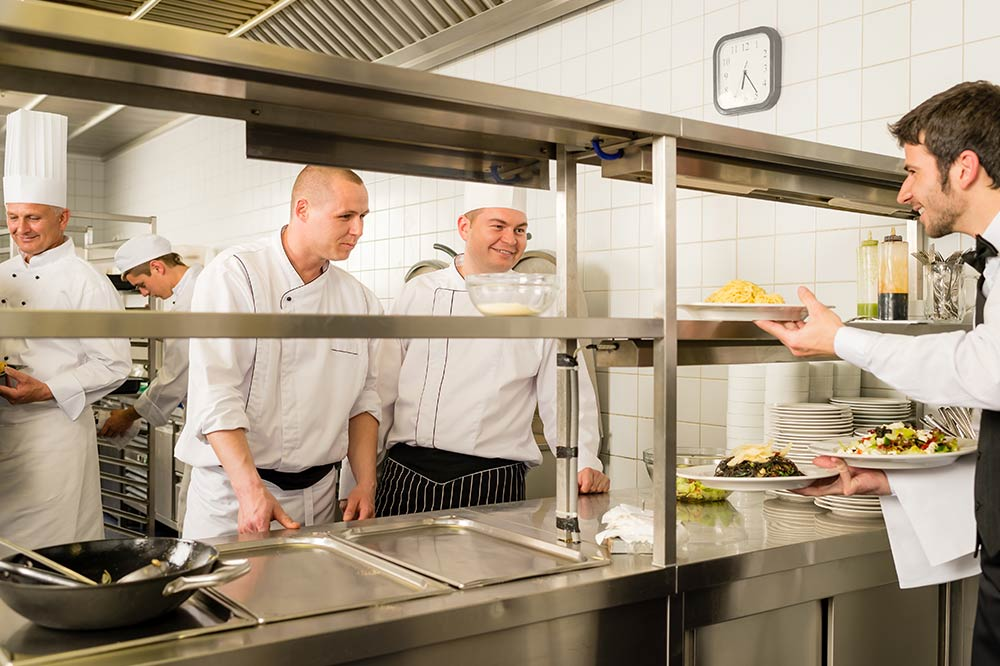 8 Tips for Improving Teamwork in the Restaurant Workplace